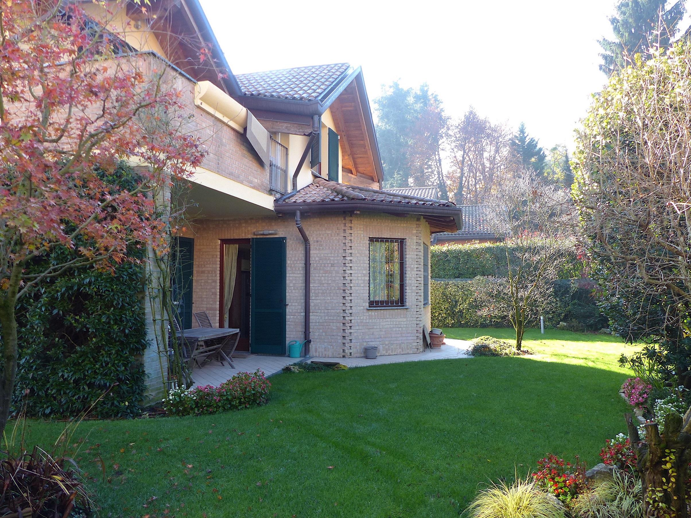 LESMO (MB), splendida villa singola
