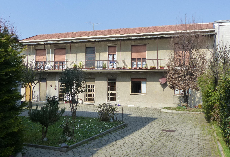 VEDANO AL LAMBRO (MB) appartamento 2 locali con giardino di 340 mq.